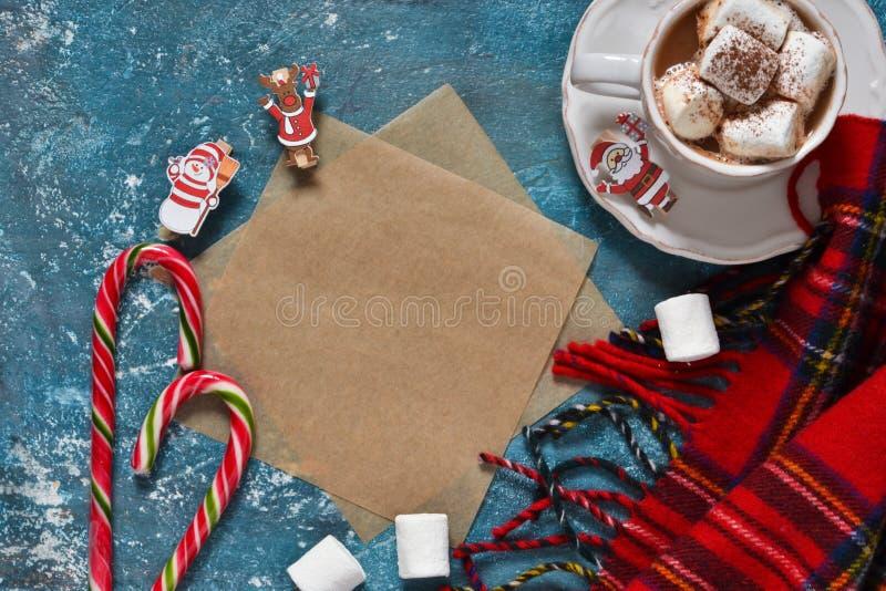 Lettre pour Santa Carte de nouvelle année avec du chocolat chaud photographie stock libre de droits
