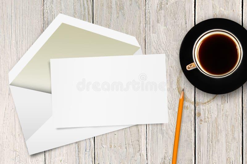 Lettre vide avec la tasse d'enveloppe et de café photo libre de droits