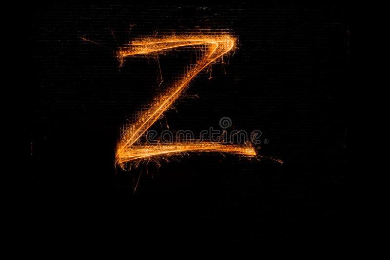 Lettre Z faite de cierges magiques sur le noir photos libres de droits