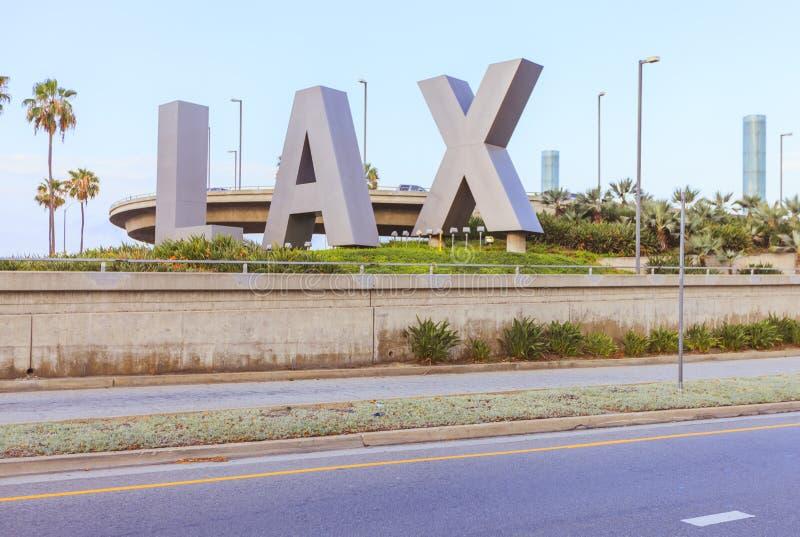 Lettres de LAX devant l'aéroport international de Los Angeles, Etats-Unis photographie stock