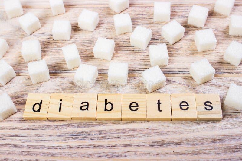 Lettres en bois de bloc de diabète avec du sucre raffiné photographie stock