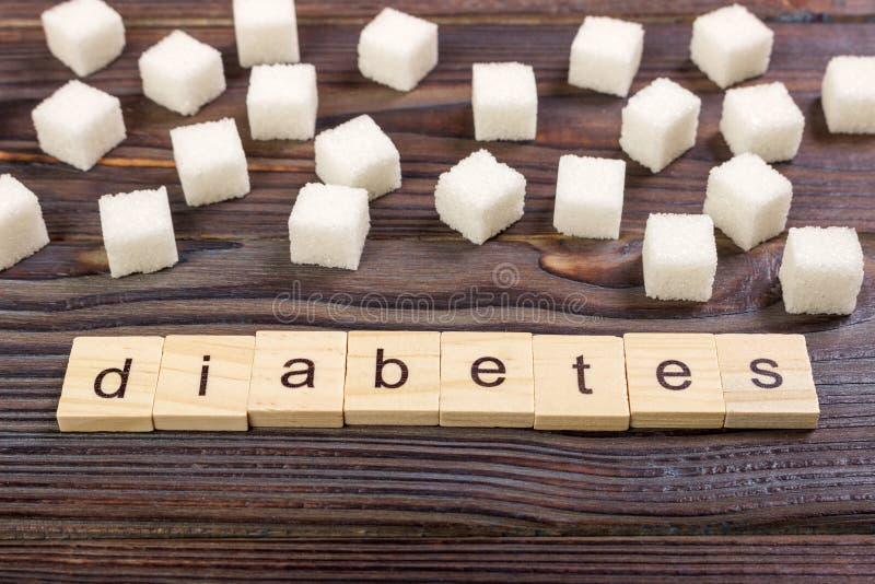 Lettres en bois de bloc de diabète avec du sucre raffiné photos libres de droits