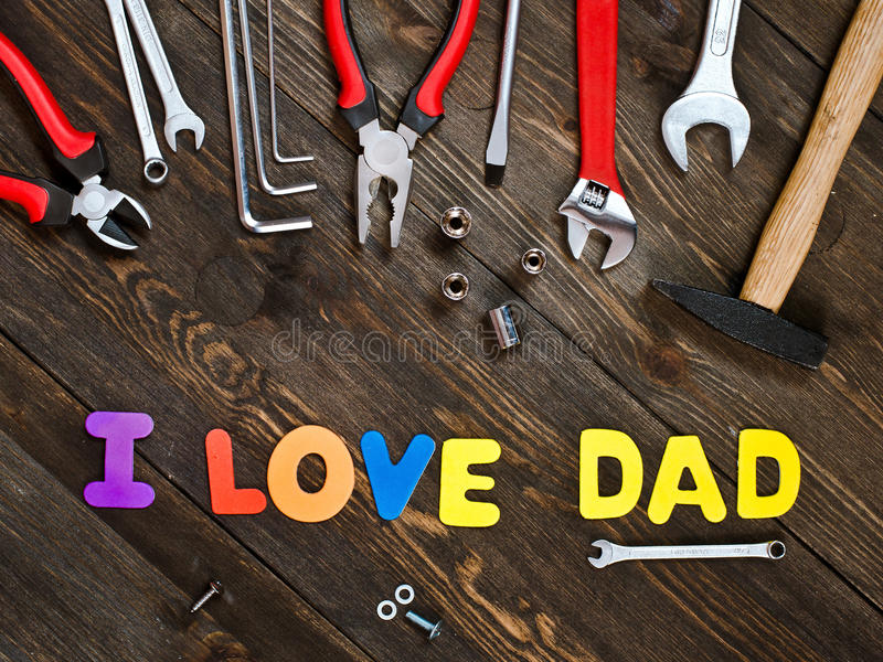 Lettres et jour de père en bois de fond d'outils images libres de droits