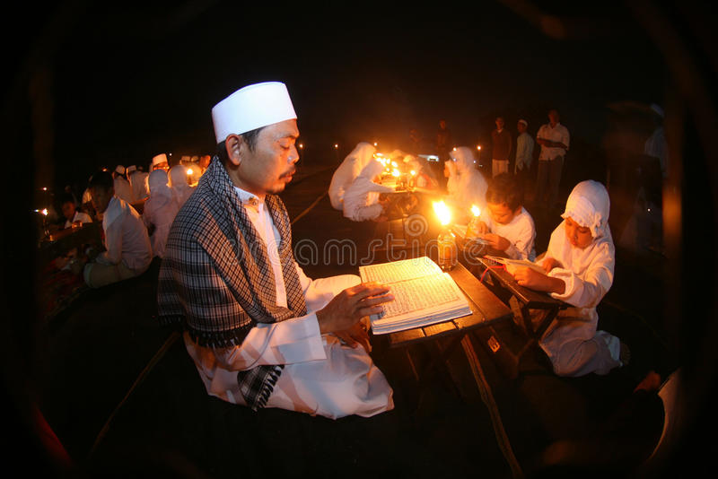 Lettura di Corano di Al fotografia stock