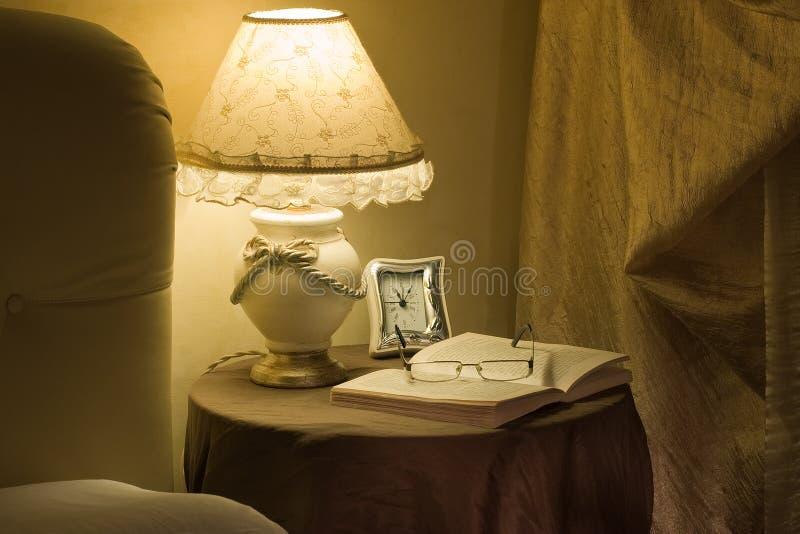 Lettura di ora di andare a letto fotografie stock