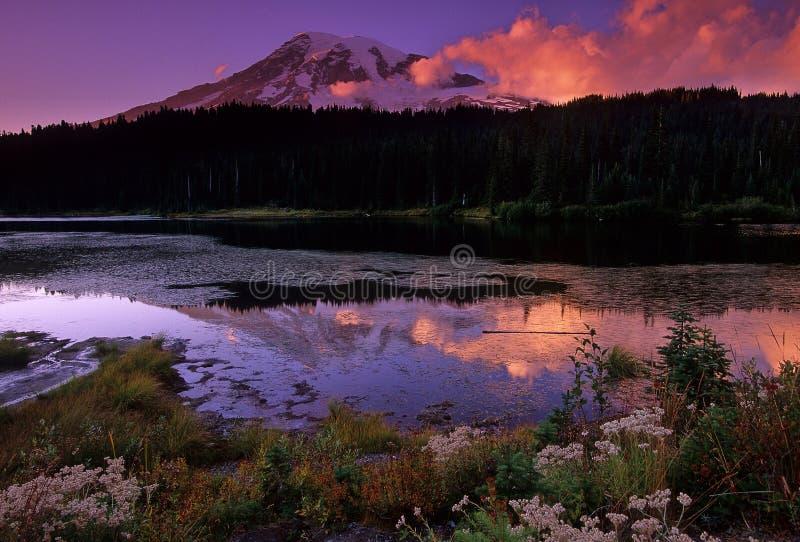 Letzte Leuchte auf dem Berg lizenzfreies stockfoto