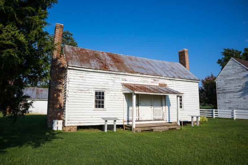 Letzte restliche Sklaven-Cabin am Schloss des Speckes in Surry, VA stockfotos