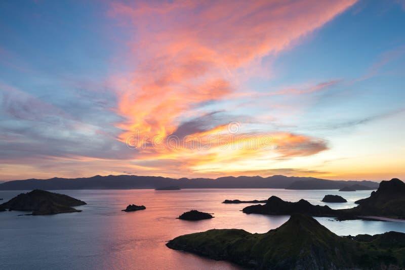 Letzter Ray des Sonnenlichts von Padar-Insel lizenzfreies stockbild