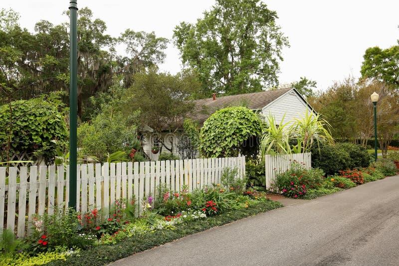Leu Garden Cottage y jardines imagen de archivo