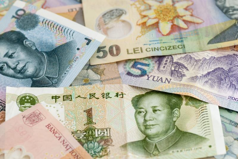 Leu roumain ron de devise et concept global d'échange commercial de renminbi de billets de banque chinois de yuans image stock