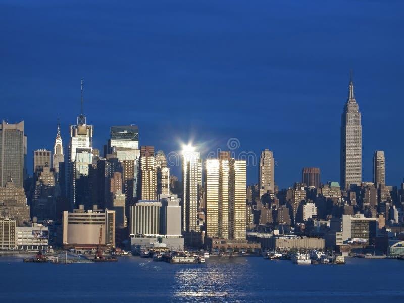 Leuchte auf Manhattan lizenzfreie stockfotos