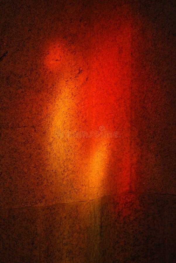 Leuchte durch Buntglas stockbild