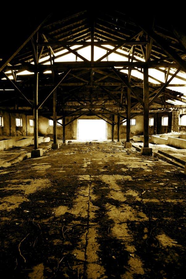 Leuchte am Ende des ruinierten Platzes lizenzfreie stockfotos