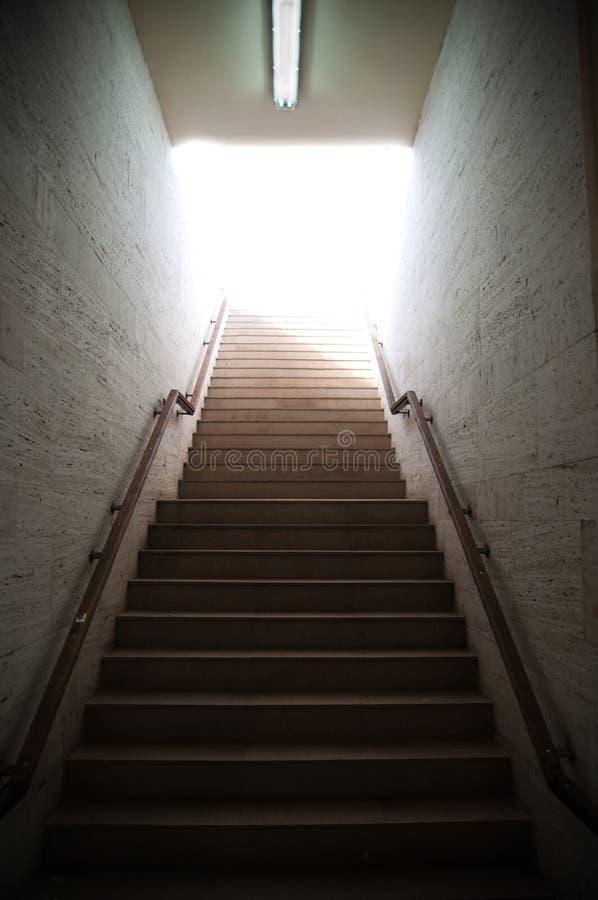 Leuchte am Ende des Tunnels lizenzfreie stockbilder