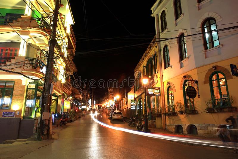Leuchte schleppt auf Caumai Straße im Sapa Stadtzentrum lizenzfreies stockbild