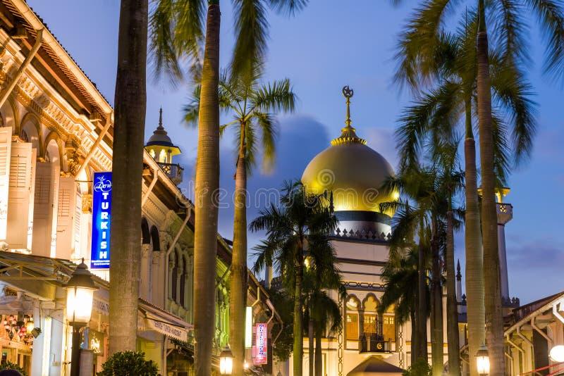 Leuchten Sie von der religiösen Moschee lizenzfreies stockfoto