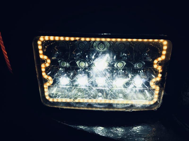 Leuchten weißer elektrischer Scheinwerfer für Fahrzeuge lizenzfreies stockfoto