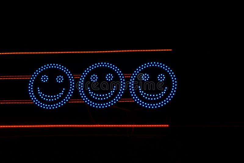 Leuchtende blaue elektrische Kreise mit Augen und Lächeln lizenzfreie stockfotos