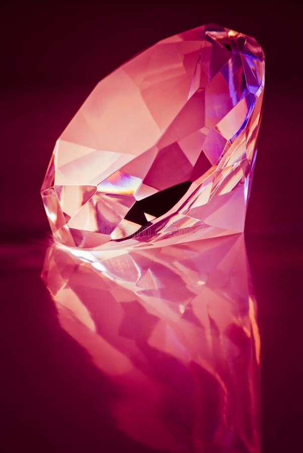 Leuchtender Diamant lizenzfreies stockbild