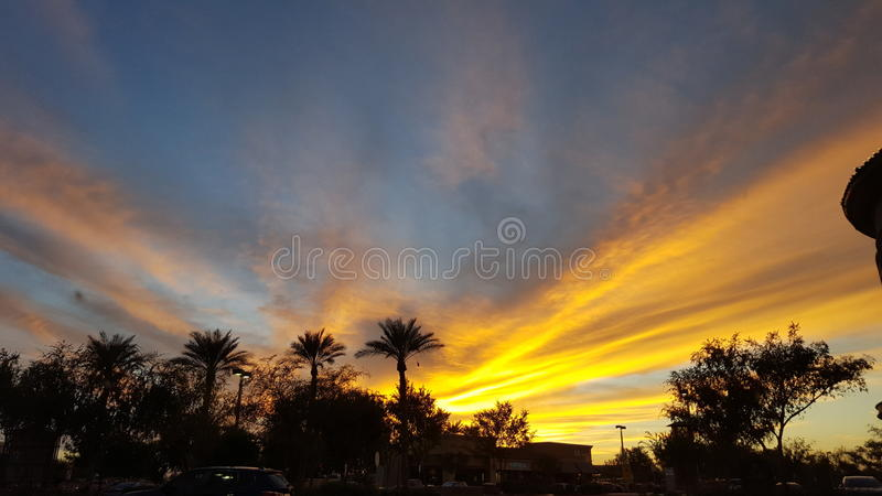 Leuchtender Sonnenuntergang lizenzfreies stockfoto