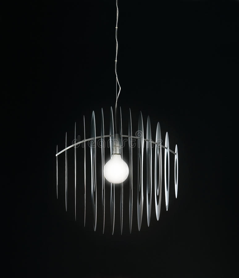 Leuchter auf schwarzem Hintergrund lizenzfreies stockfoto