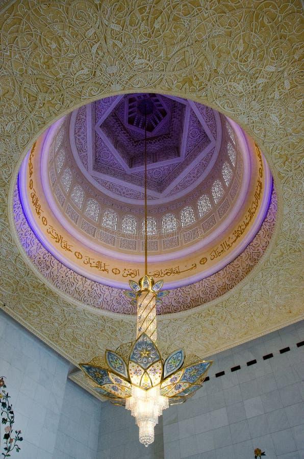 Leuchter bei Sheikh Zayed Grand Mosque stockbilder