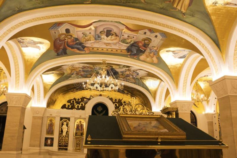 Leuchter im Heiligen Sava Temple In Belgrade, Serbien stockbild