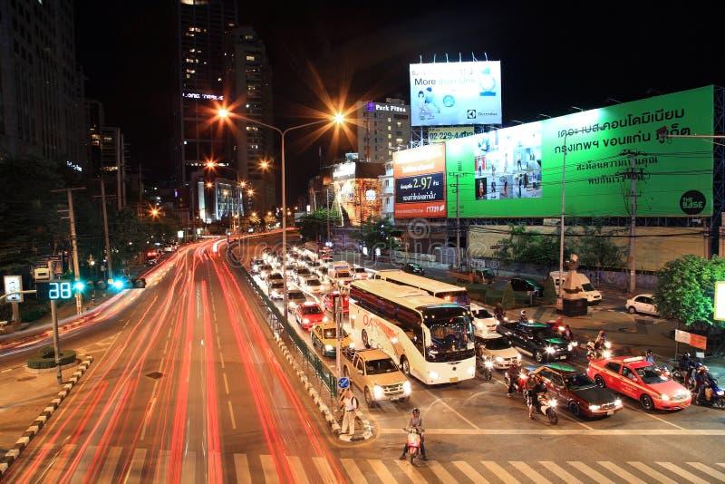 Leuchtespuren auf Ratchadaphisek Straße lizenzfreie stockbilder