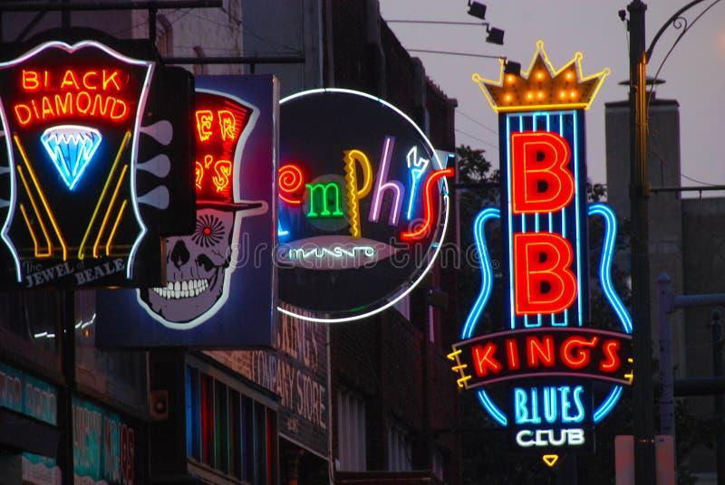 Leuchtreklamen auf Beale-Stra?e lizenzfreie stockfotos
