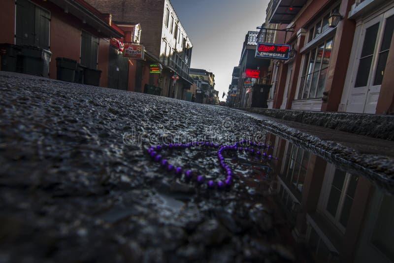 Leuchtreklamen des frühen Morgens in New Orleans stockbilder