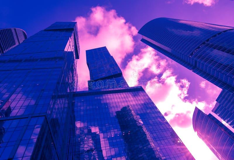 Leuchtstoffbild der Moskau-Wolkenkratzer stockfotos