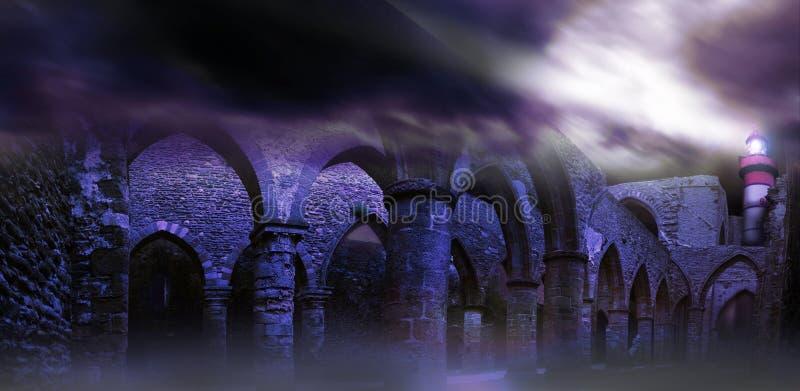 Leuchtturm über Ruinen in Pointe-Heiligem Mathieu lizenzfreies stockfoto
