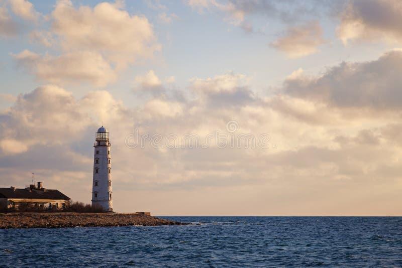Leuchtturm auf der Küste lizenzfreies stockfoto