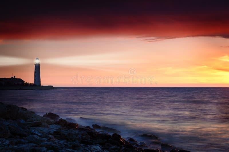 Leuchtturm auf der Küste lizenzfreie stockfotografie