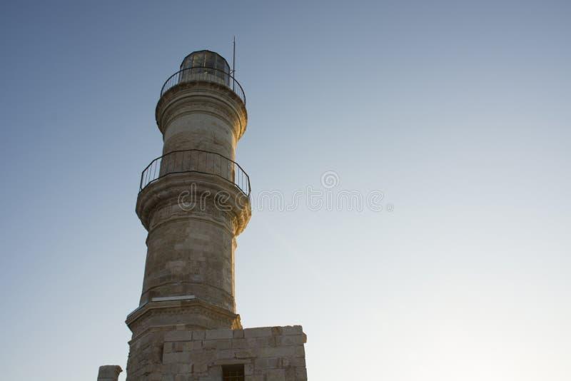 Leuchtturm auf Himmelhintergrund im venetianischen Hafen in alter Stadt Chania Kreta-Insel von Griechenland lizenzfreie stockbilder