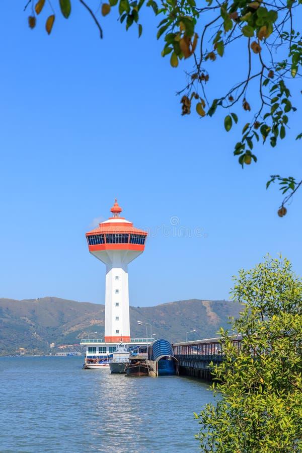 Leuchtturm auf Meer, Gewohnheit und Einwanderungsbehörde Andaman an der Grenze nach Myanmar, Ranong, Thailand lizenzfreies stockbild