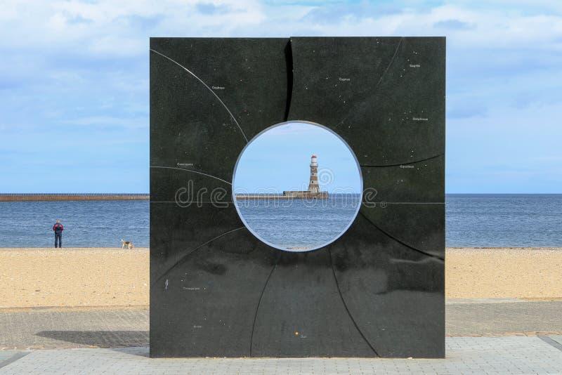 Leuchtturm auf roker Pier stockfotos