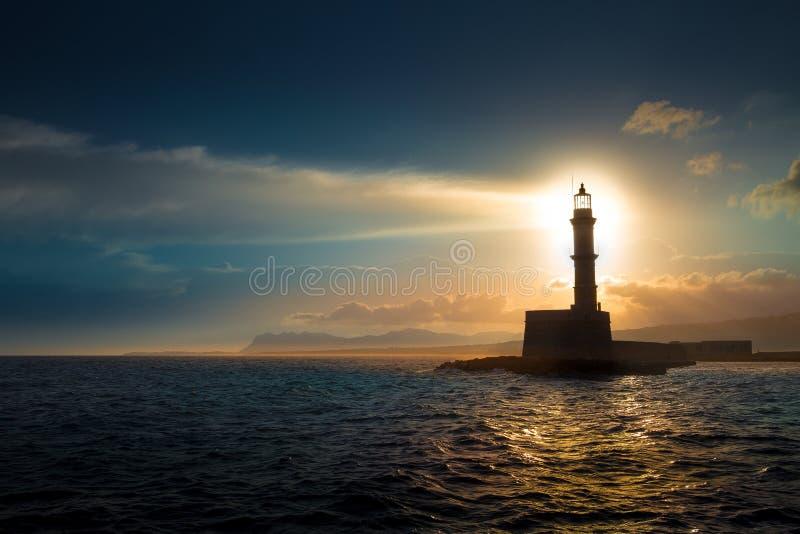 Leuchtturm auf Sonnenuntergang stockbild