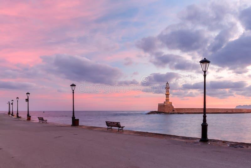 Leuchtturm bei Sonnenaufgang, Chania, Kreta, Griechenland lizenzfreies stockbild