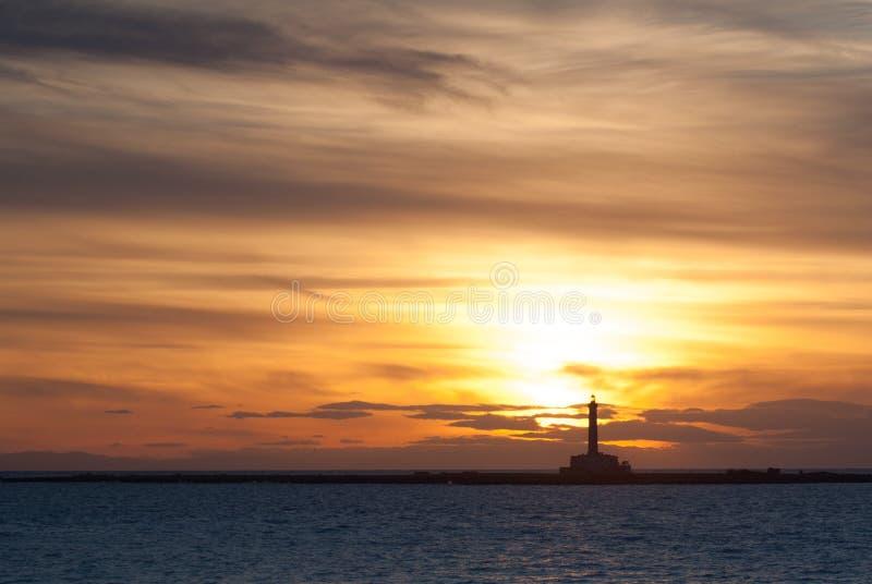 Leuchtturm bei Sonnenuntergang lizenzfreie stockbilder