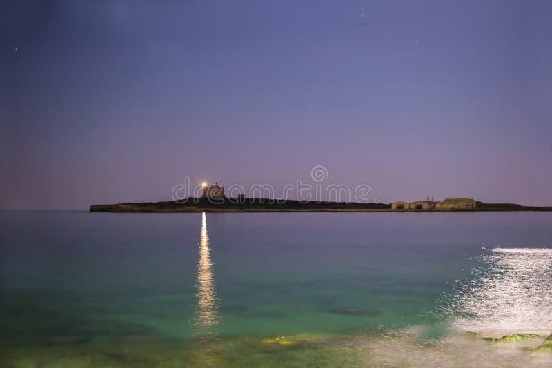 Leuchtturm in der Nacht lizenzfreie stockfotografie