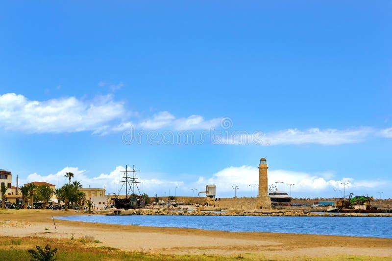 Leuchtturm am Fährhafen, alter Hafen Rethymno lizenzfreie stockfotos