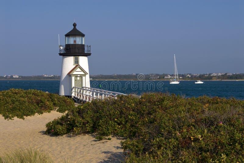 Leuchtturm führt Seemänner auf Nantucket-Insel lizenzfreie stockfotos