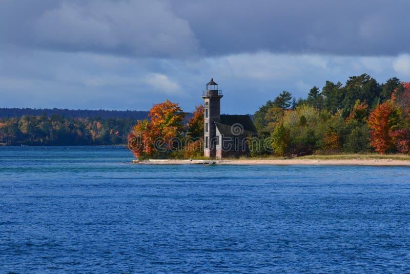 Leuchtturm im Herbst lizenzfreie stockfotos