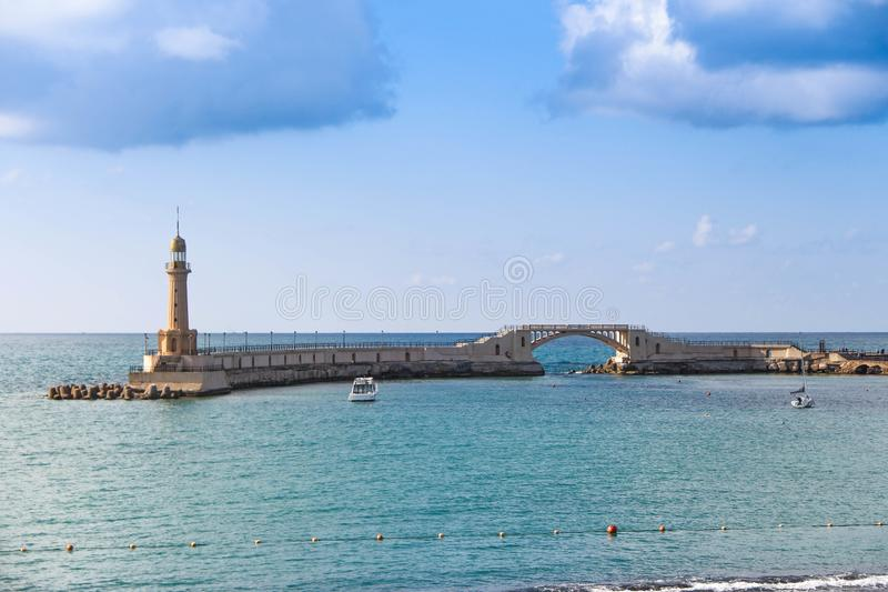 Leuchtturm im Meer Alexandria in Ägypten-almontazah stockfotos
