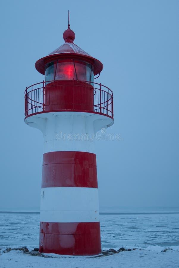 Leuchtturm mit Licht stockfotografie