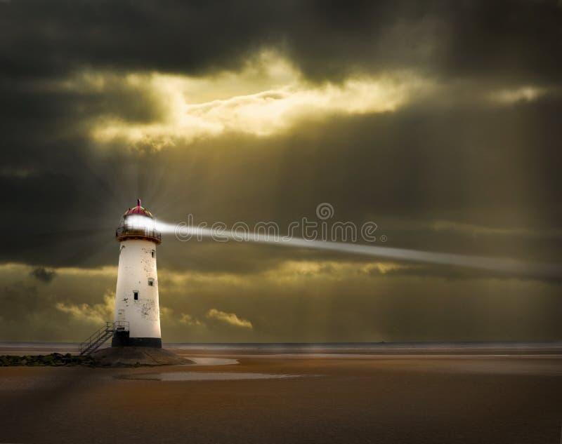 Leuchtturm mit Lichtstrahl lizenzfreies stockbild