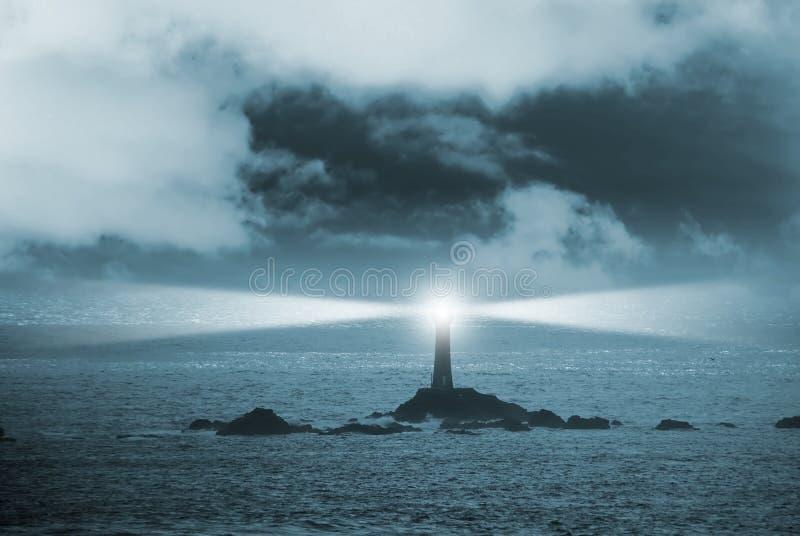 Leuchtturm nachts lizenzfreies stockbild