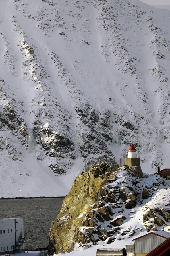 Leuchtturm in Norwegen-Fjord stockfotografie