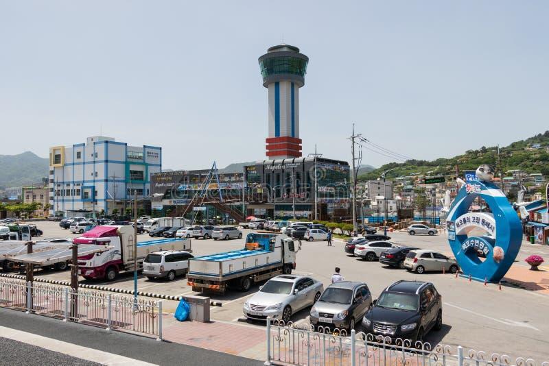Leuchtturm-Park mit Gebäude und Turm in Mukho-Hafen, Donghae-Stadt, Gangwon-Provinz, Südkorea, Asien stockfotos